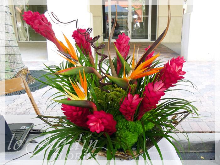 Genius images floral arrangements to know homes for Decoration jardin tropical